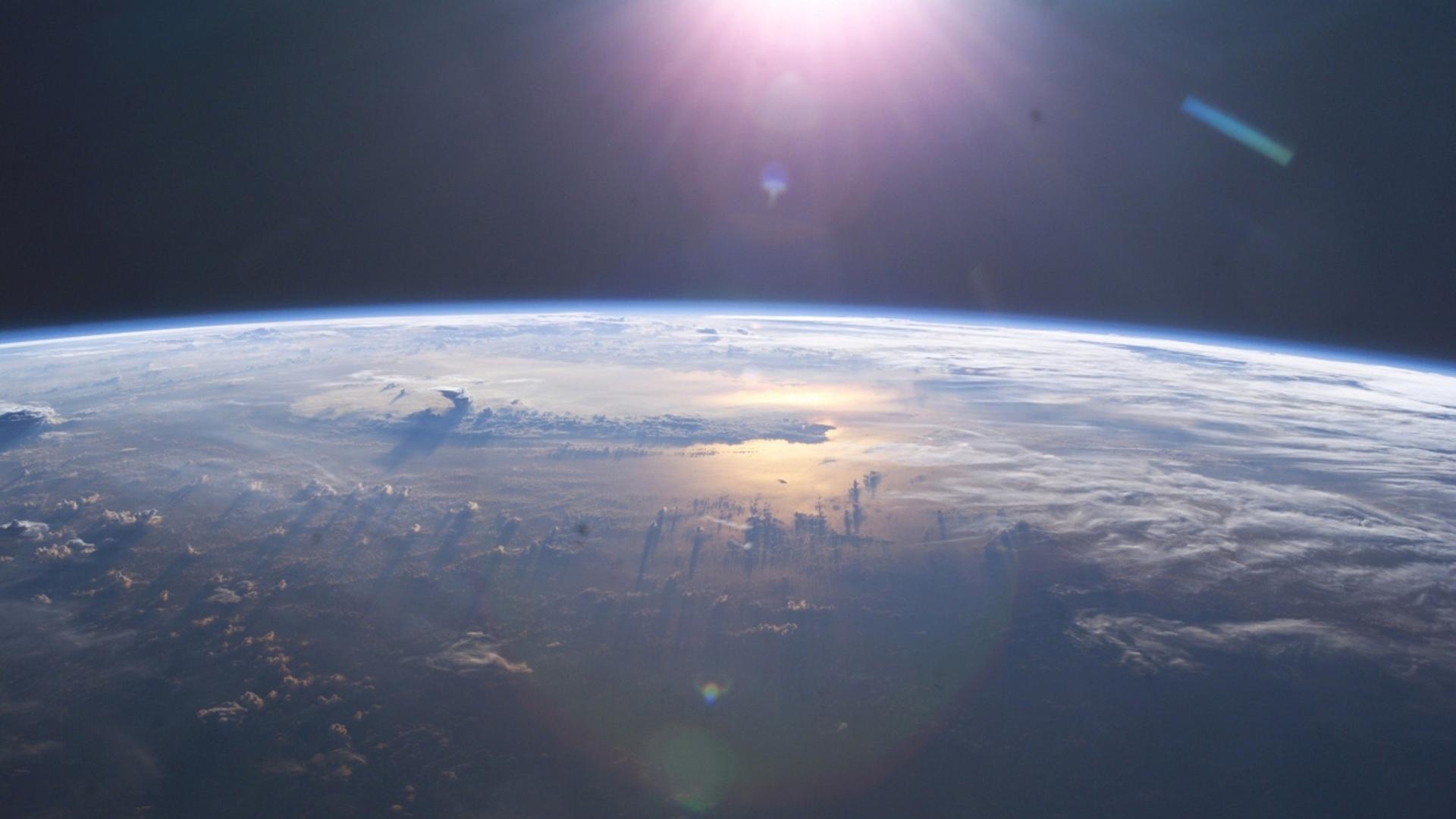 Teil-1-BG-Erde-Wolken